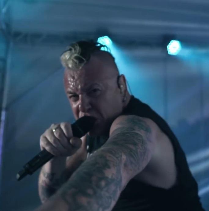 Тараканы! показали второй концертный клип, снятый на единственном летнем выступлении