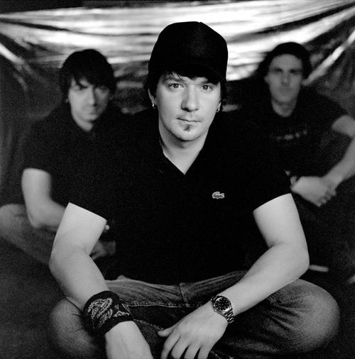 Кирпичи выпустят наполовину англоязычный альбом