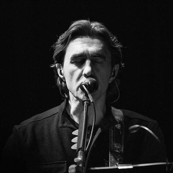 Вячеслав Бутусов записывает песни с классическими и электронными музыкантами