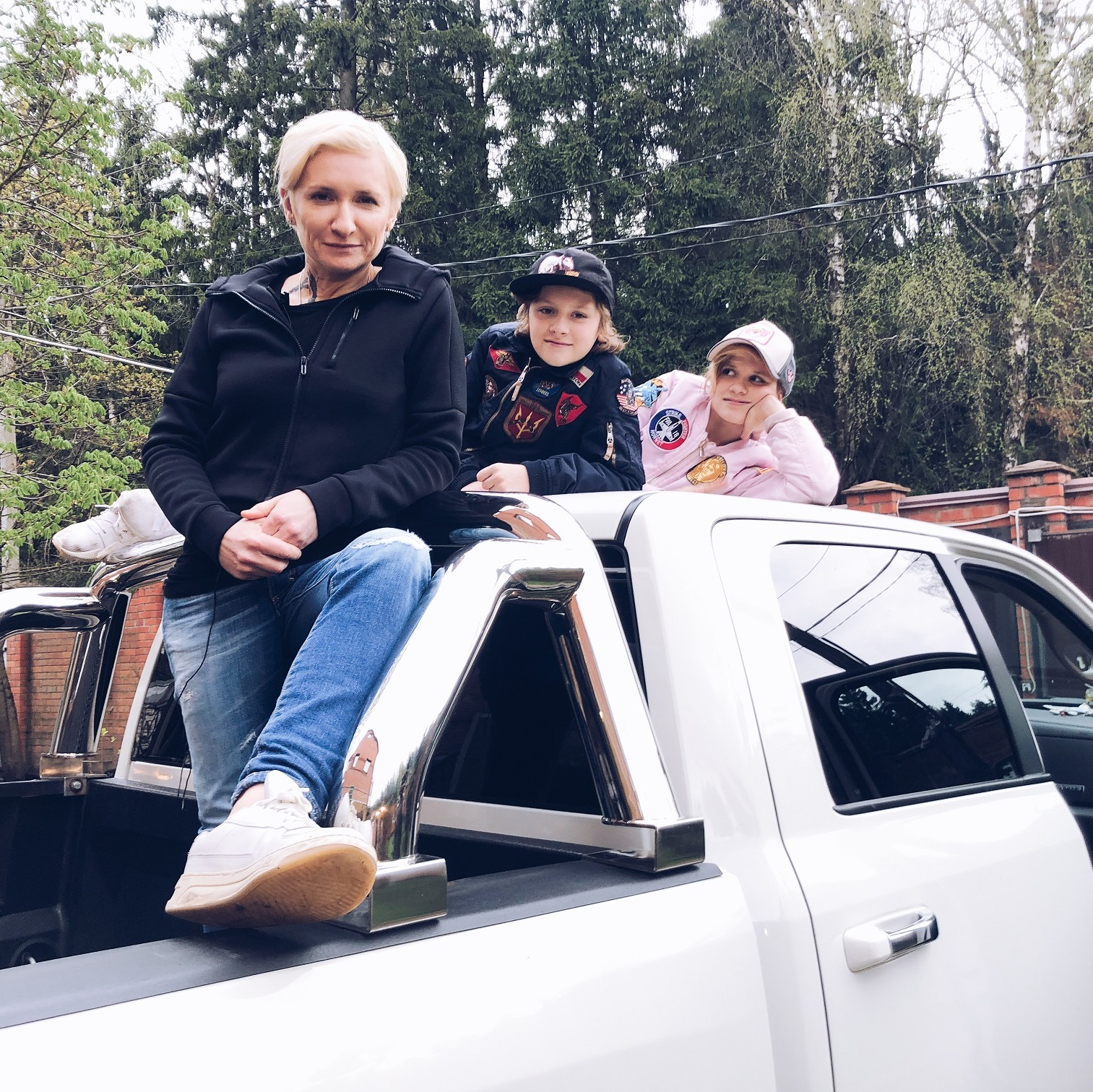 Диана Арбенина сняла своих детей в новом клипе Ночных Снайперов