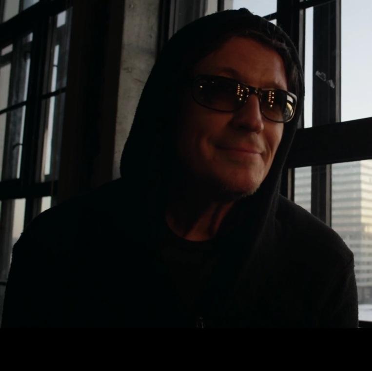 СерьГа сняла две версии клипа на одну песню