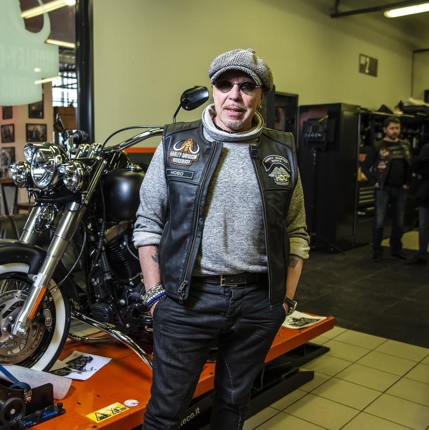 Гарик Сукачёв собрал мотоцикл Harley-Davidson