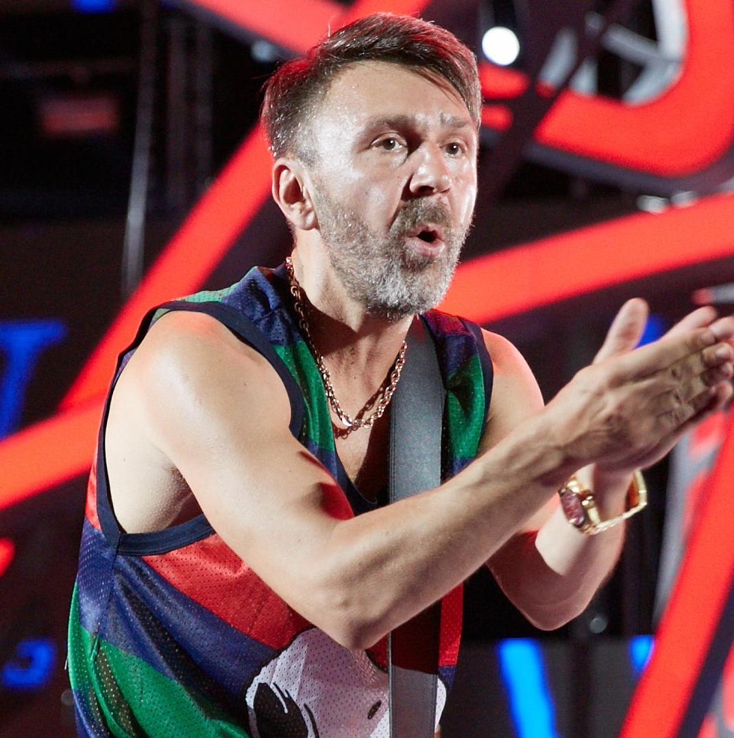Сергей Шнуров и его друзья повспоминают былое на Первом канале