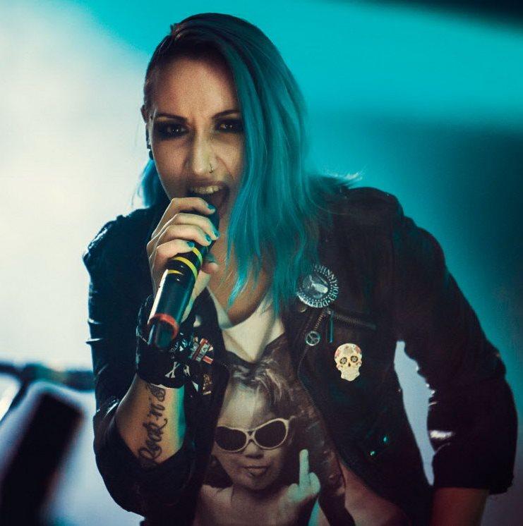 Поклонники Louna выберут песни для концертов по заявкам